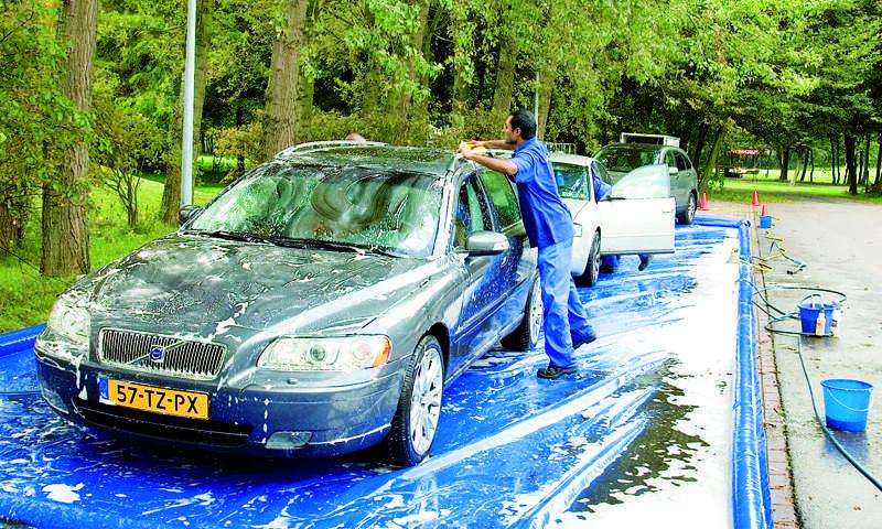 """Binnen het thema """"service én aandacht"""" genoot een groot aantal deelnemers van de vele verrassingen (waaronder een schone auto voor de terugreis) en prachtige prijzen."""