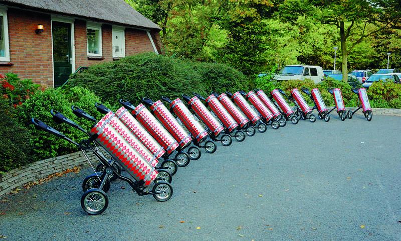 18 custommade trolleys stonden klaar met de benodiggheden tijdens de wedstrijd.