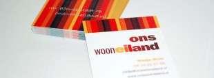 """Stijlvol visitekaartje met de pay-off """"Uw (t)huis staat op onswooneiland.nl."""